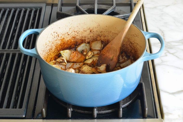 Nấu cho đến khi rau được làm mềm