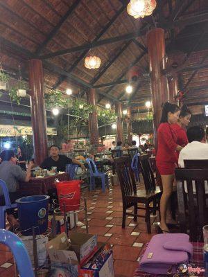nhà hàng vườn lan